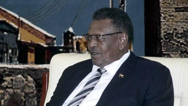 الجنرال صالح.. مجرد رئيس وزراء أم خليفة محتمل للبشير؟