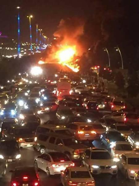 """شاهد حدث مروع على طريق مكة -جدة واحتراق عشرات السيارات """"تفاصيل """""""