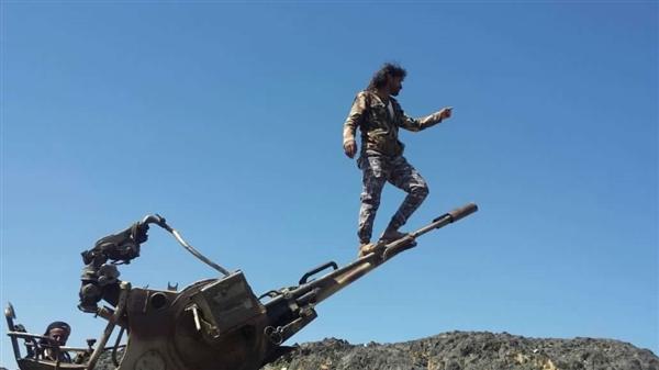 بالفيديو | مدفعية الجيش الوطني تقصف تعزيزات للميليشيات الحوثية في مديرية الملاجم بالبيضاء
